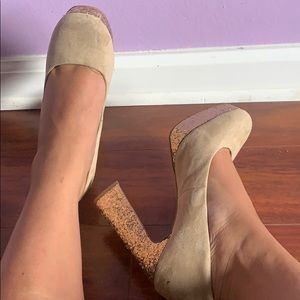 Round toe heels with gold glitter detail